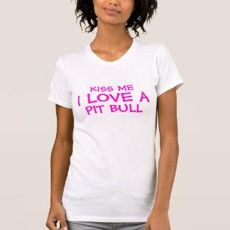 Beije-me amor de I um pitbull T-shirt
