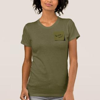 Beije-me etiqueta! camiseta