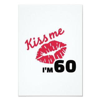 Beije-me que eu sou 60 anos convite personalizado
