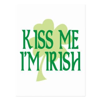 Beije-me que eu sou trevo verde irlandês cartão postal