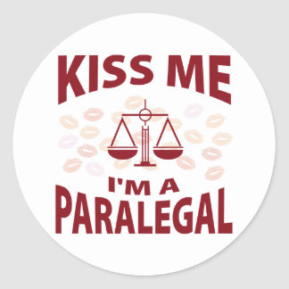 Beije-me que eu sou um Paralegal Adesivos Em Formato Redondos