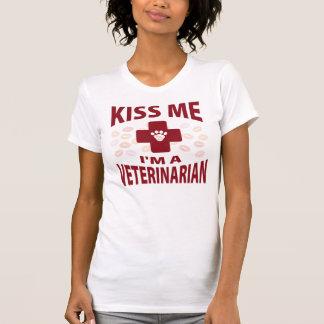 Beije-me que eu sou um veterinário camisetas