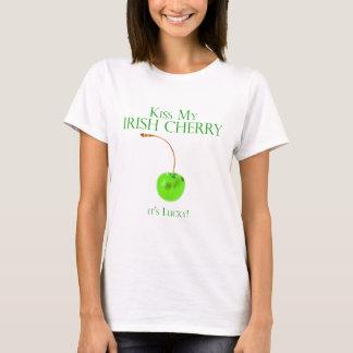 Beije meu t-shirt irlandês da cereja camiseta