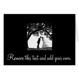 Beijo da noiva sob o cartão do carvalho - vazio