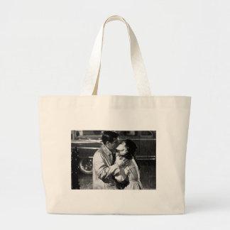 beijo do filme bonequinha de luxo bolsas