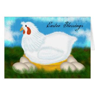 Bênçãos da páscoa com galinha em um ninho dos ovos cartão comemorativo