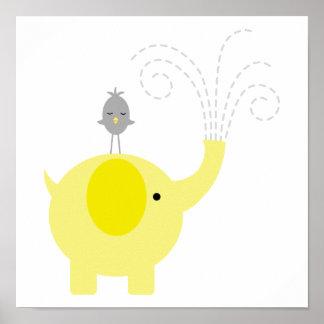 Berçário amarelo e cinzento do elefante e do pássa pôster