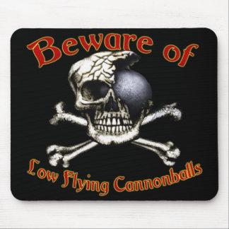 Beware baixas balas de canhão Mousepads do vôo