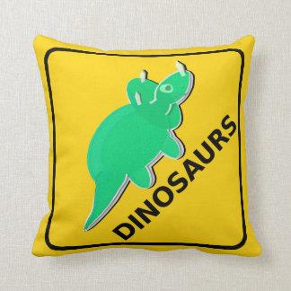 Beware o Triceratops do sinal de aviso dos dinossa Travesseiros