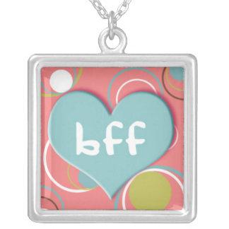 BFF no coração no fundo cor-de-rosa retro Colar Com Pendente Quadrado