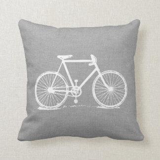 Bicicleta cinzenta rústica do vintage travesseiros de decoração