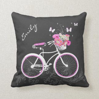 Bicicleta com o travesseiro decorativo do costume