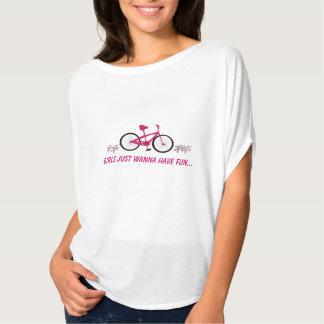 Bicicleta cor-de-rosa com dizer do divertimento t-shirt