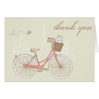Bicicleta cor-de-rosa do vintage com uns cartões d
