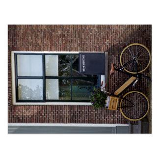 Bicicleta de madeira cartão postal