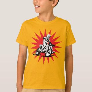 Bicicleta do motocross no fundo vermelho da camiseta