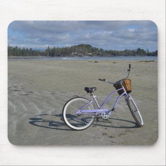 Bicicleta na praia mouse pad