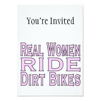 Bicicletas da sujeira do passeio das mulheres convite 12.7 x 17.78cm
