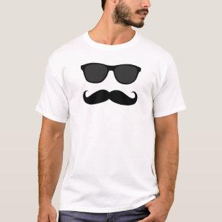 Bigode e óculos de sol camiseta