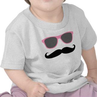 bigode engraçado e máscaras cor-de-rosa t-shirt