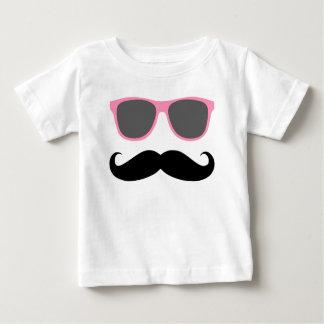 bigode engraçado e máscaras cor-de-rosa camiseta