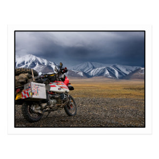 Biking nas montanhas de Altai - cartão de Mongolia
