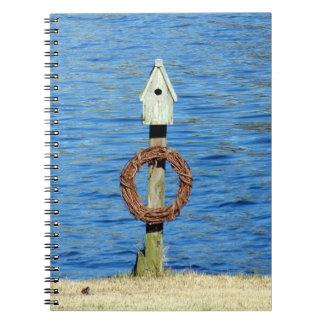 Birdhouse com grinalda caderno espiral