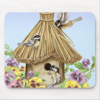 Birdhouse dos Chickadees Mousepad