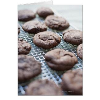 Biscoitos sem glúten recentemente cozidos do cartão comemorativo