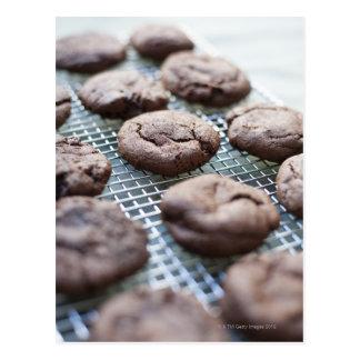 Biscoitos sem glúten recentemente cozidos do cartão postal