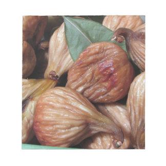 Bloco De Anotação Frutas do outono. Close up de figos secados com