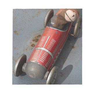 Bloco De Anotação Macaco em um carro do brinquedo