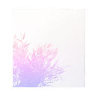 Bloco De Anotação Natureza cor-de-rosa da planta que cresce de