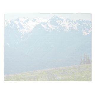 Bloco De Anotação Wildflowers e montanhas