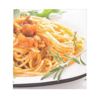 Bloco De Notas Espaguetes italianos com o close up vegetal do