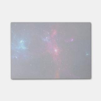 Bloco De Notas Estrelas e nebulosa cósmicas do espaço