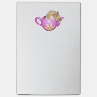 Bloco De Notas Hamster bonito em uma foto cor-de-rosa do bule