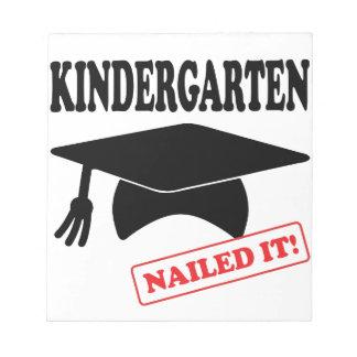 Bloco De Notas O jardim de infância pregou-o