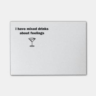 Bloco Post-it Eu tenho bebidas misturadas sobre sentimentos