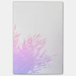 Bloquinho De Notas Natureza cor-de-rosa da planta que cresce de