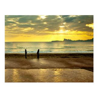 Blue and yellow seaside landscape cartão postal