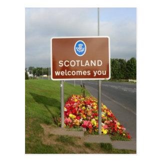 Boa vinda a Scotland - sinal de beira Cartão Postal