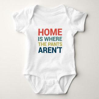 Body Para Bebê A casa é o lugar onde as calças não são tipografia