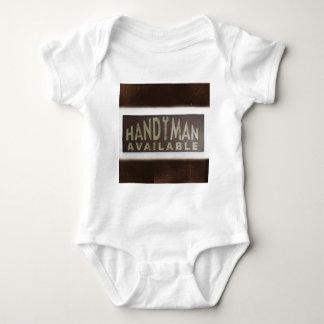 Body Para Bebê a manutenção utiliza ferramentas o trabalhador