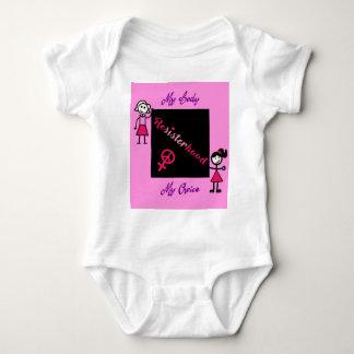 Body Para Bebê A vara de Resisterhood figura o fundo cor-de-rosa