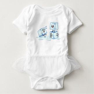 Body Para Bebê água gelada do cubo dos cubos de gelo que desliza