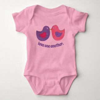 Body Para Bebê Amor outro um pássaro cor-de-rosa dos Lovebirds da