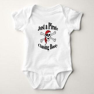 Body Para Bebê Apenas um pirata que persegue o montante - crânio