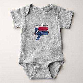 Body Para Bebê Arma de água armada e perigosa