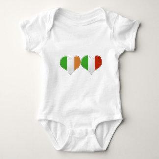 Body Para Bebê Bandeiras irlandesas e italianas do coração